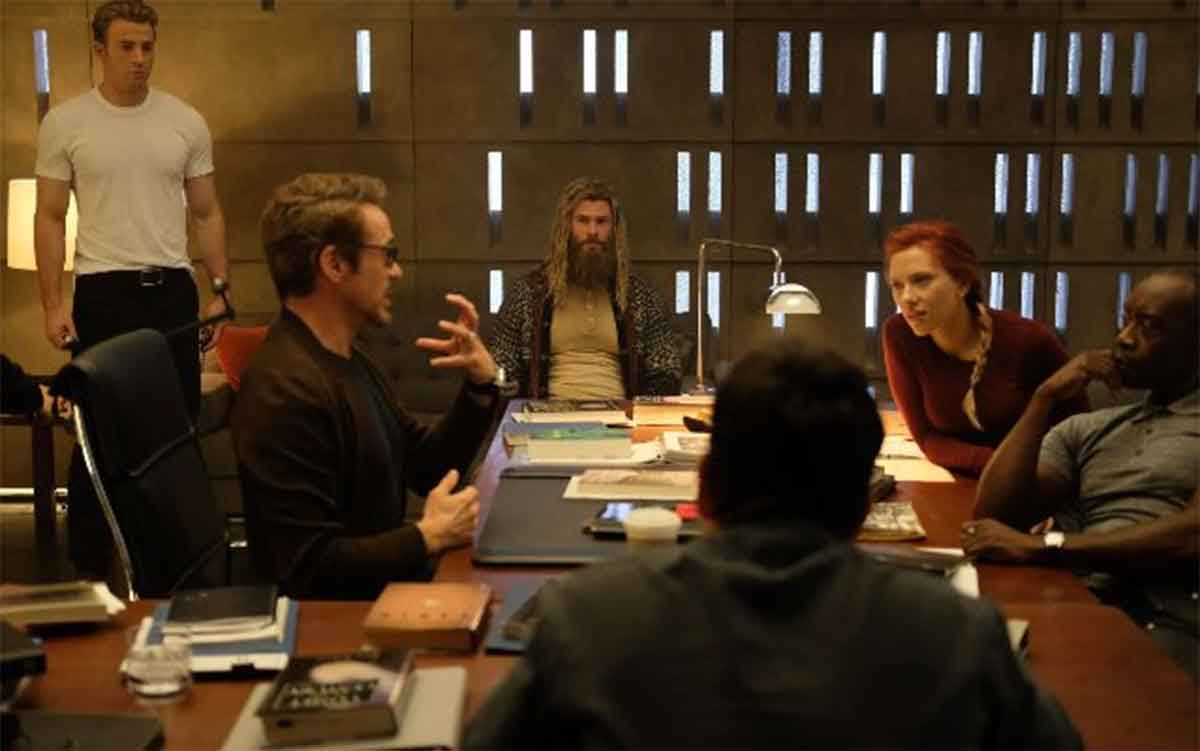 New images of the heroes of Avengers: Endgame eating