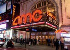 Los ejecutivos de Warner Bros y Universal no están interesados en comprar salas de cine